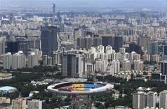 Vue de Pékin. La croissance chinoise atteindra 7,5% cette année, l'objectif que s'est fixé le gouvernement, et il est peu probable qu'une accélération se produise l'année prochaine, montre une enquête Reuters publiée jeudi. /Photo prise le 3 juillet 2013/REUTERS/Jason Lee