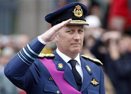 Belgium's Crown Prince Philippe salutes during the Armistice Day ceremony marking the 90th anniversary of the end of World War One in Brussels November 11, 2008. REUTERS/Yves Herman