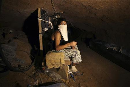 A Palestinian smuggler rests inside a tunnel beneath the Egyptian-Gaza border in Rafah, in the southern Gaza Strip September 17, 2012. REUTERS/Ibraheem Abu Mustafa