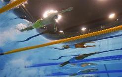 Competidores nadam nas semifinais dos 100 metros livres no Jogos Olímpicos de Londres 2012. 31/07/2012 REUTERS/Michael Dalder