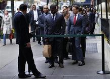 Le marché de l'emploi aux Etats-Unis devrait connaître un retour à la normale dans deux ans, selon une étude publiée de la Réserve fédérale de Kansas city. /Photo prise le 24 octobre 2012/REUTERS/Mike Segar