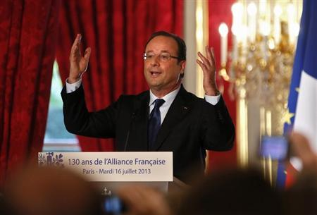 French President Francois Hollande delivers a speech during a ceremony to mark the 130th anniversary of the Alliance Francaise, the institution which promotes French language and Francophone culture abroad, at the Elysee Palace in Paris, July 16, 2013. REUTERS/Ian Langsdon/Pool