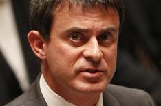Le ministre de l'Intérieur, Manuel Valls, a lancé dimanche un nouvel appel au calme après deux nuits d'incidents à Trappes et ses environs, dans les Yvelines, alors que l'opposition de droite accuse le gouvernement de laxisme. /Photo prise le 25 juin 2013/REUTERS/Charles Platiau