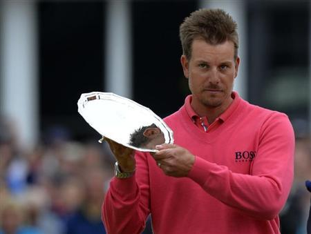 Henrik Stenson of Sweden hold the Silver Salver after finishing runner up in the British Open golf championship at Muirfield in Scotland July 21, 2013. REUTERS/Russell Cheyne