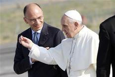 Pope Francis gestures as he talks with Italy's Prime Minister Enrico Letta (L) before boarding a plane at Fiumicino airport in Rome July 22, 2013. REUTERS/Giampiero Sposito
