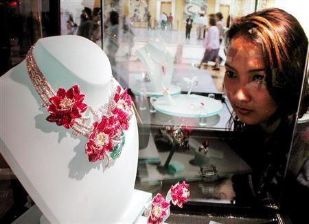 A Thai woman looks at jewelry in a gems and jewelry trade fair in Bangkok September 13, 2000. VP/HL