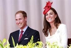 O príncipe britânico William e sua mulher, a duquesa de Cambridge Kate Middleton, participam de um evento em Ottawa, no Canadá, em 2011. Kate deu à luz um menino nesta segunda-feira em Londres, o primeiro bebê do casal. 01/07/2011 REUTERS/Chris Wattie