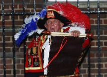 A town crier announces the birth of a son to Catherine, Duchess of Cambridge and Prince William, outside the Lindo wing of Queen Mary's Hospital in central London, July 22, 2013. REUTERS/Andrew Winning