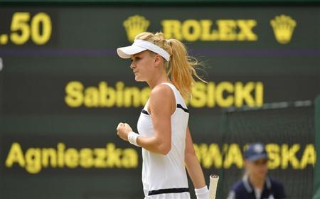 Agnieszka Radwanska of Poland reacts during her women's semi-final tennis match against Sabine Lisicki of Germany at the Wimbledon Tennis Championships, in London July 4, 2013. REUTERS/Toby Melville