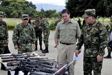 Colombia's Defense Minister Juan Carlos Pinzon (C) and Army general commander Gen. Alejandro Navas review seized weapons of FARC guerrillas at an army base in Tame, Arauca province July 21, 2013, in this handout photo provided by the Defense Ministry. REUTERS/Filiberto Guarnizo-Defense Ministry/Handout via Reuters