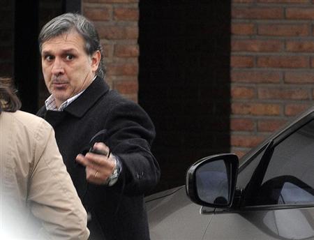 Soccer coach Gerardo Martino arrives at his home in Rosario July 22, 2013. REUTERS/Leonardo Vincenti