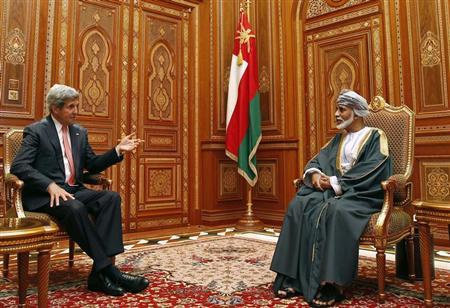 U.S. Secretary of State John Kerry (L) meets with Oman's Sultan Qaboos bin Said at Bait Al Baraka in Muscat, Oman, May 21, 2013. REUTERS/Jim Young