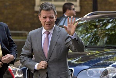Columbia's President Juan Manuel Santos Calderon arrives at Downing Street to meet Britain's Prime Minister David Cameron in London, June 6, 2013. REUTERS/Neil Hall