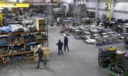 La croissance de l'activité du secteur manufacturier aux Etats-Unis s'est accélérée en juillet, à son rythme le plus rapide en quatre mois, avec la reprise des commandes nouvelles et des recrutements, selon l'enquête menée par Markit auprès des directeurs d'achats. /Photo d'archives/REUTERS/Lane Hickenbottom