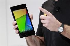 Hugo Barra, director de gestión de productos Android, presenta la nueva tableta Nexus 7 tablet durante un evento de Google en San Francisco. Julio 24, 2013. REUTERS/Beck Diefenbach