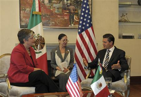 U.S. Secretary of Homeland Security Janet Napolitano (L) talks with Mexico's President Enrique Pena Nieto during a private meeting at Los Pinos presidential residence in Mexico City, in this July 24, 2013 handout photograph provided by the Presidency of Mexico. REUTERS/Presidency of Mexico/Handout via Reuters