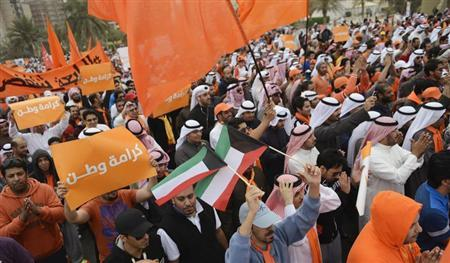 Protestors march as they protest against new voting rules at the Gulf Road in Kuwait City December 8, 2012. REUTERS/Stephanie McGehee