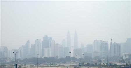 A view of the haze shrouding Malaysia's capital of Kuala Lumpur July 23, 2013. REUTERS/Bazuki Muhammad