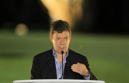 Colombia's President Juan Manuel Santos speaks at the close of the VII Pacific Allianz Summit in Cali May 23, 2013. REUTERS/Jaime Saldarriaga