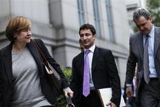 """Fabrice Tourre, l'ancien trader de Goldman Sachs jugé à New York pour fraude, s'est employé jeudi à minimiser le texte d'un courriel au centre de l'accusation et qui, pour lui, n'était qu'un message """"bête et romantique"""" écrit à sa petite amie dans un moment de stress. /Photo prise le 24 juillet 2013/REUTERS/Eduardo Munoz"""