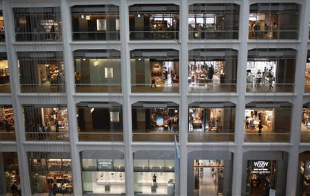 Shoppers walk inside a shopping mall in Tokyo July 25, 2013. REUTERS/Yuya Shino