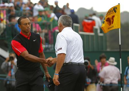 Tiger Woods of the U.S. (L) shakes hands with his former caddie Steve Williams, after finishing his final round of the British Open golf championship at Muirfield in Scotland July 21, 2013. REUTERS/Brian Snyder