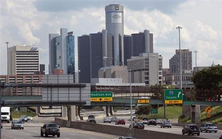 Vehicles enter and exit the downtown on the freeway, in front of General Motors World Headquarters in downtown Detroit, Michigan July 20, 2013. REUTERS/ Rebecca Cook
