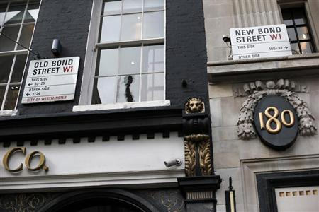 The border between Old Bond Street and New Bond Street is seen in London April 19, 2013. REUTERS/Suzanne Plunkett