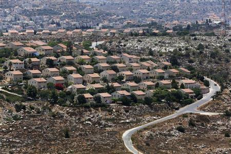 Houses are seen in the West Bank Jewish settlement of Ofra, north of Ramallah July 18, 2013. REUTERS/Baz Ratner
