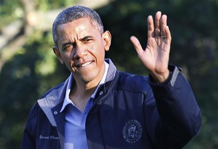 U.S. President Barack Obama waves as he walks on the South Lawn of the White House upon his return to Washington from Camp David, July 26, 2013. REUTERS/Yuri Gripas