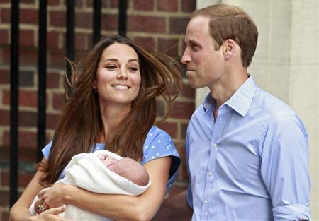Britain's Prince William and his wife Catherine, Duchess of Cambridge appear with their baby son, outside the Lindo Wing of St Mary's Hospital, in central London July 23, 2013. REUTERS/Cathal McNaughton