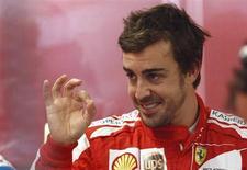 Piloto espanhol da Ferrari Fernando Alonso, gesticula em entrevista duranto o Grande Prêmio do Canadá de Fórmula 1, no circuito Gilles Villeneuve, em Montreal. Alonso surgiu como um possível candidato surpresa ao carro vago da Red Bull, neste domingo, depois que os atuais campeões de Fórmula 1 recusaram-se a descartá-lo. 7/06/2013. REUTERS/Chris Wattie