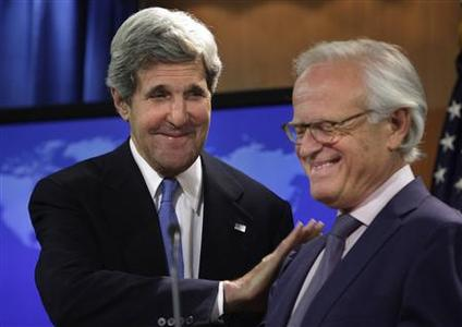 U.S. Secretary of State John Kerry (L) greets Martin Indyk at the State Department in Washington July 29, 2013. REUTERS-Yuri Gripas