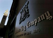 A bronze plaque identifies the Hudson's Bay Company flagship store in Toronto, in this January 26, 2006 file photo. REUTERS/J.P. Moczulski/Files