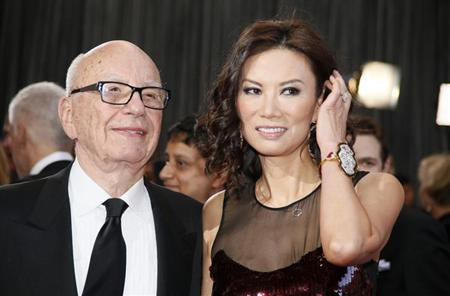 Rupert Murdoch, chairman and CEO of News Corporation, arrives with his wife Wendi Deng at the 85th Academy Awards in Hollywood, California February 24, 2013. REUTERS/Lucy Nicholson