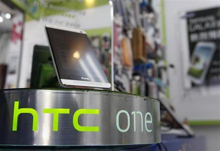 An HTC One smartphone is displayed in a mobile phone shop in Taipei April 8, 2013. REUTERS/Pichi Chuang