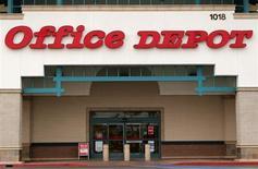 Магазин Office Depot в Энсинитасе, Калифорния, 19 февраля 2013 года. Квартальный убыток Office Depot Inc совпал с ожиданиями аналитиков благодаря усилиям второго по величине поставщика офисных товаров в США по ограничению издержек. REUTERS/Mike Blake