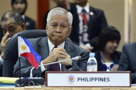 Philippines's Secretary of Foreign Affairs Albert del Rosario waits before the start of the Association of Southeast Asian Nations (ASEAN) - U.S Ministerial Meeting at the 46th ASEAN Foreign Ministers Meeting in Bandar Seri Begawan July 1, 2013 file photo. REUTERS/Ahim Rani