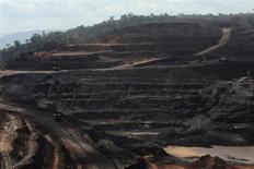 Vista geral da área de extração de minério de ferro, maior mina do tipo no mundo, operada pela Vale em Carajás, no Pará. As obras civis de uma nova usina de beneficiamento na Serra Sul, em Carajás, maior projeto da história da Vale, começam nesta quarta-feira sob responsabilidade do grupo Andrade Gutierrez e contribuição de diversas outras empresas, incluindo australianas, informou o executivo responsável pelo empreendimento. 29/05/2012. REUTERS/Lunae Parracho