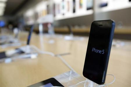 An iPhone 5 is pictured on display at an Apple Store in Pasadena, California July 22, 2013. REUTERS/Mario Anzuoni