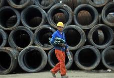 La croissance du secteur manufacturier s'est légèrement accélérée en juillet en Chine par rapport à juin alors que les économistes interrogés par Reuters avaient anticipé une contraction, selon le Bureau national des statistiques. /Photo prise le 15 juillet 2013/REUTERS