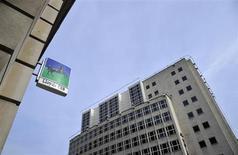 Lloyds Banking Group compte atteindre avec de l'avance ses objectifs en matière d'économies, de renforcement des fonds propres et d'augmentation des marges. /Photo d'archives/REUTERS/Toby Melville