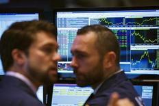 Трейдеры на Нью-Йоркской фондовой бирже 22 июля 2013 года. REUTERS/Lucas Jackson