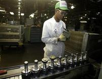 Le rythme de croissance de l'activité du secteur manufacturier aux Etats-Unis a accéléré en juillet à un plus haut niveau depuis juin 2011, tirée par la hausse des nouvelles commandes, montrent les résultats de l'enquête mensuelle de l'Institute for Supply Management. /Photo d'archives/REUTERS/Paul Vernon