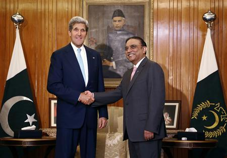 U.S. Secretary of State John Kerry (L) meets with Pakistan's President Asif Ali Zardari in Islamabad August 1, 2013. REUTERS/Jason Reed