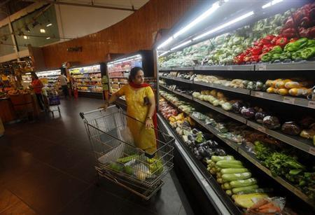 Customers shop inside a HyperCity supermarket in Mumbai September 14, 2012. REUTERS/Vivek Prakash/Files