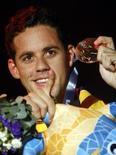 O brasileiro Thiago Pereira comemora medalha de bronze nos 200 m medley no Mundial de Natação em Barcelona nesta quinta-feira. REUTERS/Michael Dalder