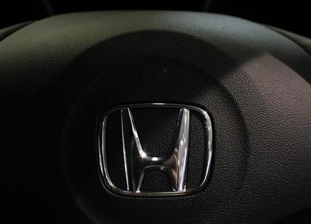 Honda Motor's logo on its hybrid coupe CR-Z is seen at its showroom in Tokyo July 30, 2010.REUTERS/Kim Kyung-Hoon