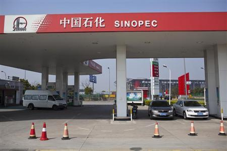 Cars are seen parked at a Sinopec gas station in Shanghai, March 18, 2013. REUTERS/Aly Song