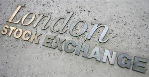 Название на стене Лондонской фондовой биржи 21 мая 2008 года. Один из крупнейших акционеров казахской ENRC медная корпорация Казахмыс согласилась продать свой пакет, расчистив горнорудному гиганту путь на выход с Лондонской биржи, расставание с которой перелистнёт страницу в корпоративной истории, омраченной расследованием коррупции. REUTERS/Luke MacGregor